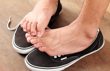 Fußpilz Ursachen Turnschuhe Sneaker