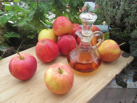 Äpfel und Apfelessig gegen Fusspilz
